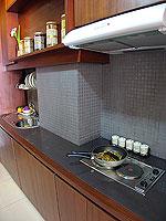 パタヤ シラチャーのホテル : レムトン サービス アパートメント(Laemtong Serviced Apartment)の1ベッド ルームルームの設備 Kitchen