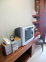パタヤ シラチャーのホテル : レムトン サービス アパートメント(Laemtong Serviced Apartment)の1ベッド ルームルームの設備 TV