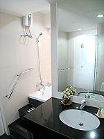 パタヤ シラチャーのホテル : レムトン サービス アパートメント(Laemtong Serviced Apartment)の1ベッド ルームルームの設備 Bath Room