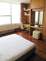 パタヤ シラチャーのホテル : レムトン サービス アパートメント(Laemtong Serviced Apartment)のプレミア 1ベッド ルームルームの設備 Bedroom