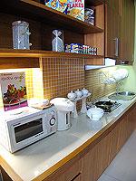 パタヤ シラチャーのホテル : レムトン サービス アパートメント(Laemtong Serviced Apartment)のプレミア 1ベッド ルームルームの設備 Kitchen