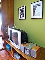 パタヤ シラチャーのホテル : レムトン サービス アパートメント(Laemtong Serviced Apartment)のプレミア 1ベッド ルームルームの設備 TV