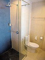 パタヤ シラチャーのホテル : レムトン サービス アパートメント(Laemtong Serviced Apartment)のプレミア 1ベッド ルームルームの設備 Bath Room