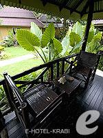 クラビ サービスヴィラのホテル : ランタ キャストアウェイ ビーチ リゾート(Lanta Castaway Beach Resort)のガーデン バンガロールームの設備 Terrace