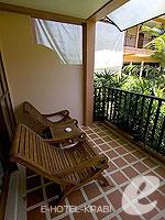 クラビ サービスヴィラのホテル : ランタ カジュアリーナ ビーチ リゾート(Lanta Casuarina Beach Resort)のファミリールームの設備 Terrace