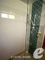 クラビ サービスヴィラのホテル : ランタ カジュアリーナ ビーチ リゾート(Lanta Casuarina Beach Resort)のファミリールームの設備 Bath Room