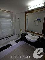 クラビ サービスヴィラのホテル : ランタ カジュアリーナ ビーチ リゾート(Lanta Casuarina Beach Resort)のビラルームの設備 Bath Room