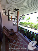 クラビ サービスヴィラのホテル : ランタ カジュアリーナ ビーチ リゾート(Lanta Casuarina Beach Resort)のビーチフロント ヴィラルームの設備 Terrace