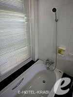 クラビ サービスヴィラのホテル : ランタ カジュアリーナ ビーチ リゾート(Lanta Casuarina Beach Resort)のビーチフロント ヴィラルームの設備 Bath Room