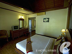 クラビ サービスヴィラのホテル : ランタ カジュアリーナ ビーチ リゾート(1)のお部屋「ビーチフロント ヴィラ」