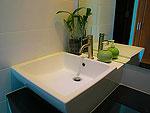 クラビ インターネット接続(無料)のホテル : ランタ スポーツ リゾート(Lanta Sport Resort)のシルヴァー スーペリアルームの設備 Bath Room