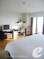 バンコク チャオプラヤ川周辺のホテル : ルブア アット ステート タワー(Lebua at State Tower)のスーペリア スイート バルコニールームの設備 Bedroom