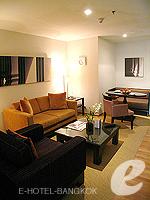バンコク チャオプラヤ川周辺のホテル : ルブア アット ステート タワー(Lebua at State Tower)のスーペリア スイート バルコニールームの設備 Living Area