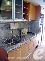 バンコク チャオプラヤ川周辺のホテル : ルブア アット ステート タワー(Lebua at State Tower)のスーペリア スイート バルコニールームの設備 Kitchen