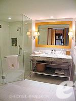 バンコク チャオプラヤ川周辺のホテル : ルブア アット ステート タワー(Lebua at State Tower)のスーペリア スイート バルコニールームの設備 Bathroom