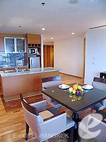 バンコク チャオプラヤ川周辺のホテル : ルブア アット ステート タワー(Lebua at State Tower)の2ベッドルーム エグゼクティブ スイートルームの設備 Living Room
