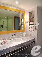 バンコク チャオプラヤ川周辺のホテル : ルブア アット ステート タワー(Lebua at State Tower)の2ベッドルーム エグゼクティブ スイートルームの設備 Bath Room