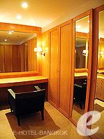 バンコク チャオプラヤ川周辺のホテル : ルブア アット ステート タワー(Lebua at State Tower)の3ベッドルーム エグゼクティブ スイートルームの設備 Dresser