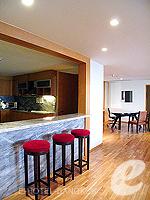 バンコク チャオプラヤ川周辺のホテル : ルブア アット ステート タワー(Lebua at State Tower)の3ベッドルーム エグゼクティブ スイートルームの設備 Dining Area