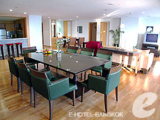 バンコク チャオプラヤ川周辺のホテル : ルブア アット ステート タワー(Lebua at State Tower)のお部屋「3ベッドルーム エグゼクティブ スイート」