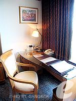 バンコク スクンビットのホテル : マジェスティック グランデ スクンビット(Majestic Grande Sukhumvit)のグランデ スーペリアルームの設備 Writing Desk