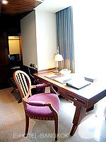 バンコク スクンビットのホテル : マジェスティック グランデ スクンビット(Majestic Grande Sukhumvit)のグランデ デラックスルームの設備 Desk