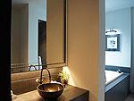 プーケット カタビーチのホテル : マリサ ヴィラ スイート(Malisa Villa Suites)のプール ヴィラルームの設備 Bath Room