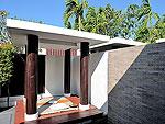 プーケット カタビーチのホテル : マリサ ヴィラ スイート(Malisa Villa Suites)のファミリー プール ヴィラルームの設備 Sala