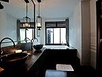 プーケット カタビーチのホテル : マリサ ヴィラ スイート(Malisa Villa Suites)のファミリー プール ヴィラルームの設備 Bath Room