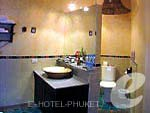 プーケット その他・離島のホテル : マンゴスチン リゾート & アーユルベーダ スパ(Mangosteen Resort & Ayurveda Spa)のデラックスジャグジールームの設備 Bath Room