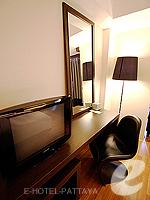 パタヤ サウスパタヤのホテル : マニタ ブティック ホテル(Manita Boutique Hotel)のデラックス ルームルームの設備 Writing Desk
