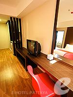 パタヤ サウスパタヤのホテル : マニタ ブティック ホテル(Manita Boutique Hotel)のジュニア スイートルームの設備 Writing Desk