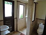 サムイ島 チョンモーンビーチのホテル : マンクート ヴィラ(Mankoot Villa)の3ベッドルームルームの設備 Bath Room