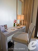 サムイ島 チョンモーンビーチのホテル : メラティ ビーチ リゾート & スパ(Melati Beach Resort & Spa)のグランド デラックスルームの設備 Writing Desk