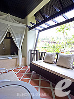 サムイ島 チョンモーンビーチのホテル : メラティ ビーチ リゾート & スパ(Melati Beach Resort & Spa)のグランド デラックスルームの設備 Balcony