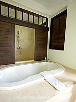 サムイ島 チョンモーンビーチのホテル : メラティ ビーチ リゾート & スパ(Melati Beach Resort & Spa)のグランド デラックスルームの設備 Outdoor Bathtub