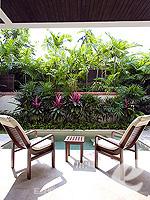 サムイ島 チョンモーンビーチのホテル : メラティ ビーチ リゾート & スパ(Melati Beach Resort & Spa)のプライベートガーデン プールルームの設備 Balcony