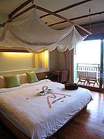 プーケット フィットネスありのホテル : メタディ− リゾート & スパ(Metadee Resort and Spa)のデラックス プールビュールームの設備 Bedroom