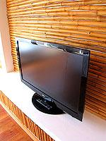 プーケット フィットネスありのホテル : メタディ− リゾート & スパ(Metadee Resort and Spa)のプライベート プールヴィラルームの設備 TV