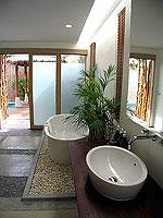 プーケット フィットネスありのホテル : メタディ− リゾート & スパ(Metadee Resort and Spa)のプライベート プールヴィラルームの設備 Bath Room
