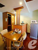 パタヤ ノースパタヤのホテル : マイク オーキッド リゾート(Mike Orchid Resort)のデラックス ルーム ルームの設備 Dining Table