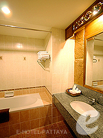 パタヤ ノースパタヤのホテル : マイク オーキッド リゾート(Mike Orchid Resort)のデラックス ルーム ルームの設備 Bathroom