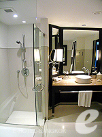 Bathroom : Deluxe (แม่น้ำเจ้าพระยา) โรงแรมในกรุงเทพฯ, ประเทศไทย