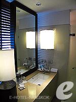 Writing Desk : Executive (แม่น้ำเจ้าพระยา) โรงแรมในกรุงเทพฯ, ประเทศไทย