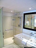 Bathroom : Executive Suite (แม่น้ำเจ้าพระยา) โรงแรมในกรุงเทพฯ, ประเทศไทย
