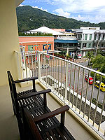 プーケット パトンビーチのホテル : ミレニアム リゾート パトン プーケット(Millennium Resort Patong Phuket)のスーペリア(ダブル)ルームの設備 Balcony