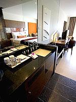 プーケット パトンビーチのホテル : ミレニアム リゾート パトン プーケット(Millennium Resort Patong Phuket)のデラックス(ダブル)ルームの設備 Balcony