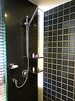 プーケット パトンビーチのホテル : ミレニアム リゾート パトン プーケット(Millennium Resort Patong Phuket)のデラックス(ダブル)ルームの設備 Bath Room