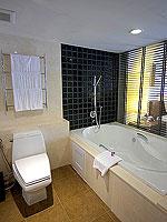 プーケット パトンビーチのホテル : ミレニアム リゾート パトン プーケット(Millennium Resort Patong Phuket)のカバナ プール アクセス(シングル)ルームの設備 Balcony
