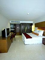 プーケット パトンビーチのホテル : ミレニアム リゾート パトン プーケット(Millennium Resort Patong Phuket)のカバナ プール アクセス(ダブル)ルームの設備 Bedroom